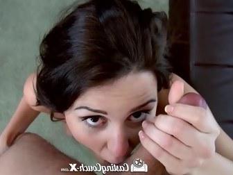 Милые леди любят демонстрировать свои красивые дырочки